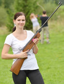 Girl aiming a pneumatic rifle — Stock Photo
