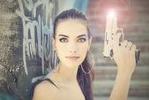 Bella donna con pistola — Foto Stock