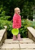 A little girl in a garden — ストック写真