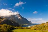 Scenic fjord on Lofoten islands with typical fishing hut — Stockfoto