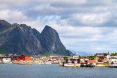 レーヌの風光明媚な町村、ロフォーテン諸島ノルウェー — ストック写真