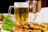 Pineapple Cashew Chicken Dish with Mug of Beer — Stock Photo