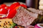 Tender succulent slice of roast beef — 图库照片