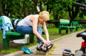 Attractive woman putting on roller blades — Stok fotoğraf