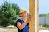 Builder installing wall insulation — Stock Photo