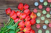 Tulpen und kerzen — Stockfoto