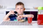 Young boy eating his lunch — Stock Photo