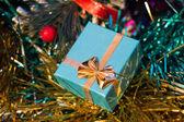 Green Gift Box and Tinsel — Stockfoto