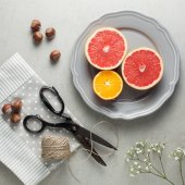 Citrus fruit and hazelnuts as snack — Stock Photo