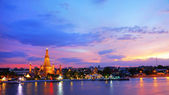 Twilight time of Wat Arun across ChaoPhraya River during sunset — Stock Photo
