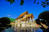 Wat Suthat Thepphawararam with clear blue sky background — Stock Photo