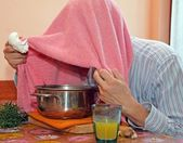 Man with towel breathe balsam vapors to treat colds and the flu — Stock Photo
