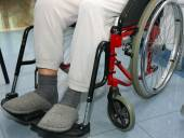 Man with leg problems over the wheelchairs — Stock Photo