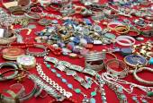 Jewelry and antique object in flea market — Stock Photo