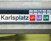 Metro directions in the KARLSPLATZ station — Stock Photo