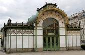 Ancient HISTORICAL underground entrance in KARLSPLATZ in vienna — Stock fotografie