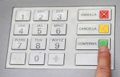Index that confirms the secret code in the keyboard of an italia — Stock Photo