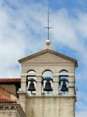 Bell tower with three bell in a ancient church in venice in ital — Foto de Stock