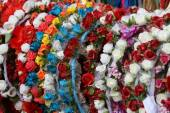 Garlands and wreaths of flowers to decorate the head and hair of — Stock Photo