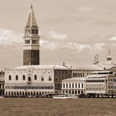 Campanile of St. Mark and the Doge's Palace in Venice in Italy — Foto Stock