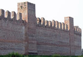 Walls for the protection of the medieval city made with bricks — Foto Stock