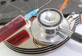 Hard disk infected with computer virus with syringe and stethosc — Stock Photo