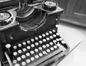 Ancient black rusty typewriter used by typists — Foto Stock