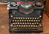 Ancient black rusty typewriter used by typists than once — Foto Stock