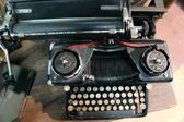 Black rusty typewriter used by typists than once — Stockfoto