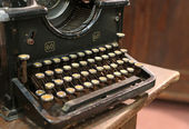 Ancient rusty typewriter used by typists than once — Foto Stock