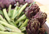 Beautiful green artichokes for sale in stand of greengrocers — Stock Photo