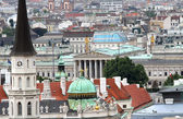Aerial view of the city of vienna with parlament — Foto de Stock