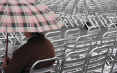 Single spectator waits for the start of the show on aluminum cha — Foto de Stock