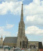 Bell Tower of St. Stephen's Cathedral in Vienna, austria — Stock Photo