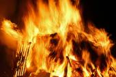 Flames of fire during a scary fire of a dwelling — Stock Photo