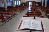 Holy Bible in the Christian Church the lectern — Stockfoto