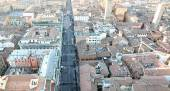 Panoramic views of the city of Bologna from the  highTower — Stock Photo
