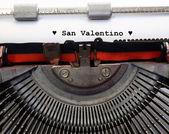 Písemná psací stroj italské svatého Valentýna a černé srdce — Stock fotografie