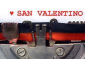 Italian written typewriter Saint Valentine with heart — Stock Photo