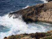 High cliff on the sea with waves — Foto de Stock