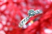 Diamond ring in white gold and many little diamonds — Stock Photo