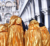 Golden costumes for the Carnival in Venice Italy — Stock Photo