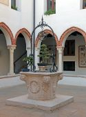 Vicenza old well in the sanctuary of the Madonna — Stock Photo