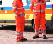 Orange uniforms of the paramedics for emergency rescue — Photo