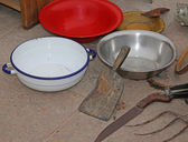 Antique shop: antique bowls and a Cleaver — Stock Photo