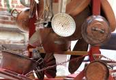 Copper objects for kitchen and home for sale at flea market — Stock Photo