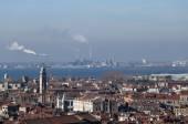 Smokestacks and factories polluting with smoke — Stock Photo
