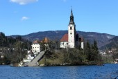 Church on the island of Lake BLED in SLOVENIA — Stock Photo