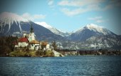 Lake BLED in SLOVENIA Europe and the mountains in the background — Stok fotoğraf