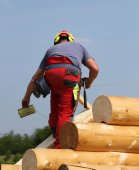 Carpenter with helmet and protective equipment to work safely on — Stock Photo